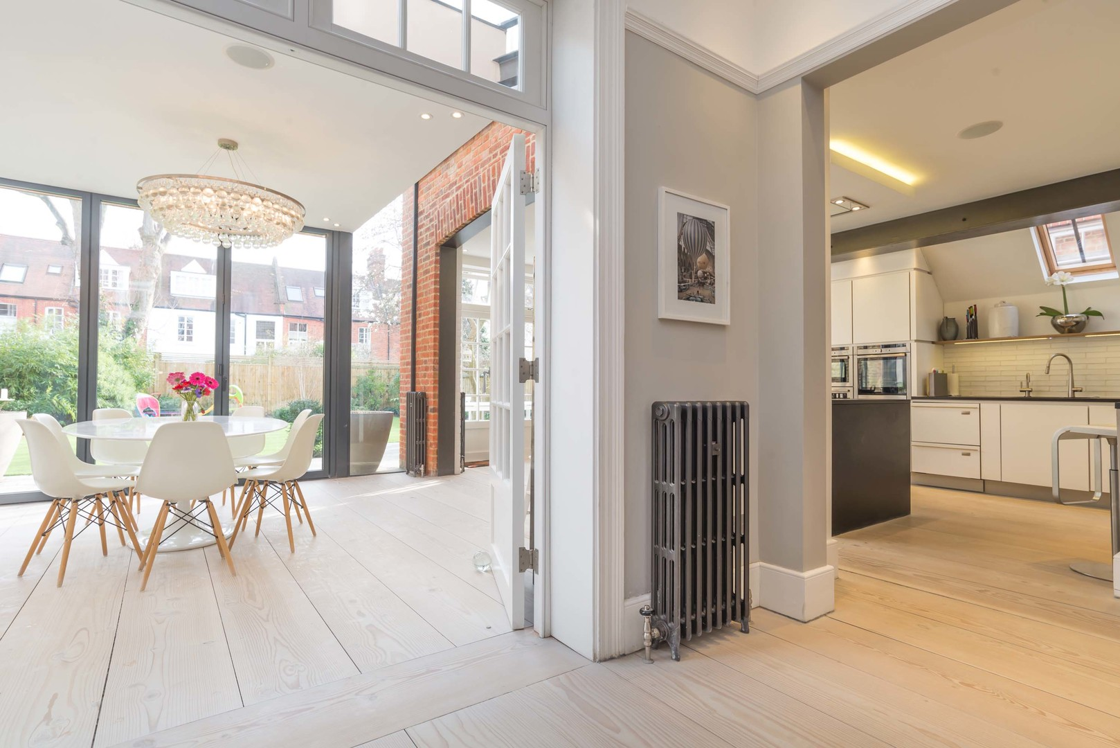 Flooded light 5 bed house in chiswick • veeve